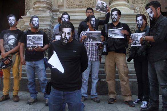 Protesta en Oaxaca contra el asesinato de periodistas. México. 2 agosto 2015. Animalpolitico.com.