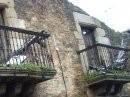 Balcones en riesgo de derrumbe en la casa de las Carralas. Villar de los Barrios. 2009.