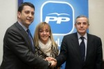 El alcalde de Ponferrada, Carlos López Riesco, Isabel Carrasco y el alcalde de León, Emilio Gutiérrez, posan juntos. Zamoradigital.net.