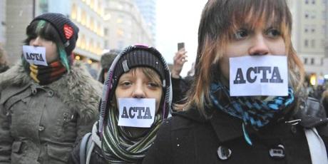 El control de la pirateria oculta intenciones menos confesables de los gobiernos. Avaaz.org.