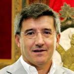El exalcalde de León, Francisco Fernández se ha retirado de la política con una prejubilación millonaria. 2011. Socialistasxleon.es.