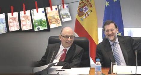 El ministro de Hacienda Cristóbal Montoro y el presidente del gobierno Mariano Rajoy (de izquierda a derecha). Avaaz.org.