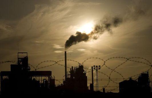 Las fábricas recibieron una asignación gratuita de CO2. Elpais.com. Foto: Alejandro Ruesga.