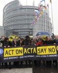 Miembros del grupo Verde europeo contra el ACTA. 23 febr. 2012. Efe.