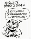 Viñeta sobre Berlusconi y con el control de la prensa de tema de fondo. Público.es. Autor: Vauro.