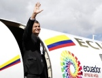El presidente ecuatoriano Rafael Correa cogiendo un vuelo rumbo a Brasil. 19 jun. 2012. Ecuadoruniversitario.com.