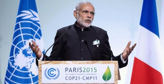 El primer ministro de la India, Narendra Modi, durante su discurso en la cumbre sobre el cambio climático COP21. París, 2 dic. 2015. Efe.