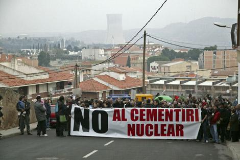 Manifestación en Ascó (Tarragona) contra el cementerio nuclear. 24/01/10. Elmundo.es. Efe.