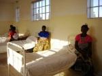 Camas del Hospital de Kilela Balanda. Abril, 2012. Bierzoayuda.blogspot.com.