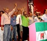 Diego Cañamero (camisa a rayas), Juan Manuel Sánchez Gordillo (camisa verde) y otros miembros del Comité Ejecut del SOC al finalizar el IX Congreso.