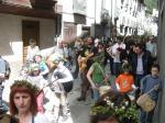 El cortejo recorre la calle Mayor. 'Festividad de los Mayos'. Villafranca del Bierzo, 1 mayo 2010. Foto: Enrique L. Manzano.