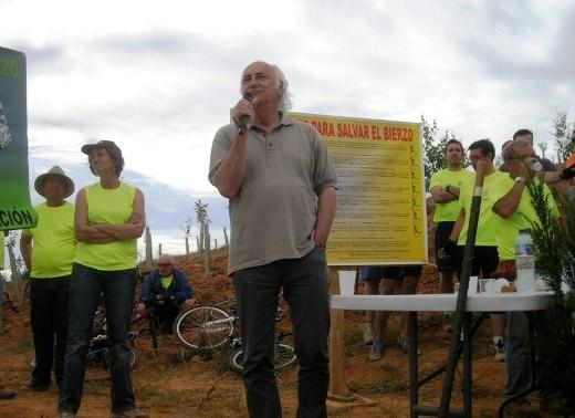 Intervención del cantautor Amancio Prada contra la incineración de residuos en Cosmos. 12 jun. 2011. Foto: Enrique L. Manzano.
