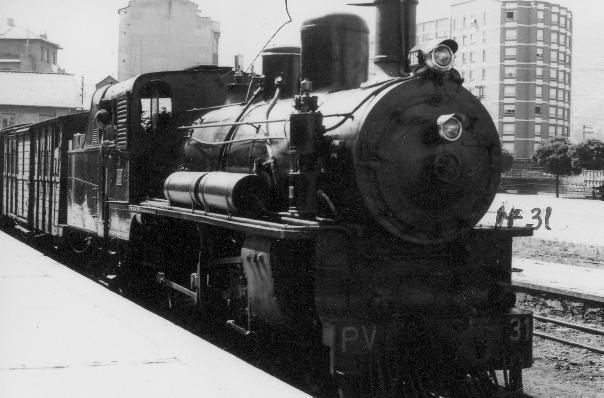 La locomotora PV 31 en la estación de Ponferrada antes de la construcción del Museo del Ferrocarril. Foto: Marino Castro.