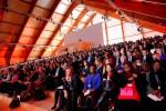 Participantes de la cumbre del clima COP21, en Le Bourget. 10 dic. 2015. Vivelohoy.com. AP Foto: Christophe Ena.
