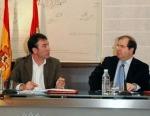 Ángel Hernández (CCOO) y Juan Vicente Herrera (JUnta de CyL) después de la firma del acuerdo protocolario para la creación de la RGC. Valladolld, 28 dic. 2009. Cyl.ccoo.es.