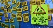 'Disculpe las molestias, estamos arreglando el mundo'. Imagenesdel15m.blogspot.com.