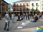 El grupo musical Fraguel Folk animando la acampada del 15M en Ponferrada. 25 mayo 2015. Bierzodespierta.wordpress.com.