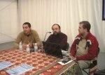 José Luis Chamorro (en el centro) durante la presentación de Fiare en Ponferrad. 6 dic. 2010. Foto: Enrique L. Manzano.