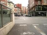Así acaba el carril-bici en la calle Dos de Mayo al llegar a la avda. Pérez Colino. Ponferrada, 4 oct. 2010. Foto: Enrique L. Manzano.
