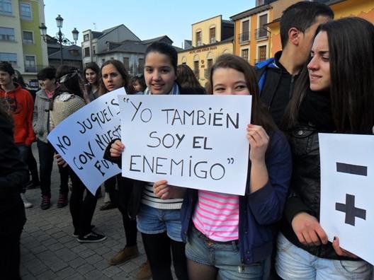 Concentración estudiantil en solidaridad con los estudiantes de Valencia. Ponferrada, 29 febr. 2012. Foto: Enrique L. Manzano.