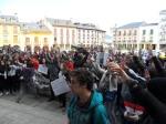 'Estas sn nuestras armas' gritan los s estudiantes frente al consistorio ponferradino. Ponferrada, 29 febr. 2012. Foto: Enrique L. Manzano.