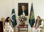 La cineasta Obaid-Chinoy y el primer ministro paquistaní, Nawaz Sharif. 2016. Laprensa.com.