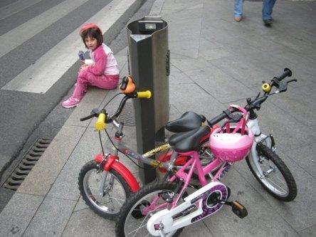 La ciudad continúa siendo igual de peligrosa para los ciclistas que hace cuatro años. Ponferrada, 19 sept. 2009. Foto: Enrique L. Manzano.