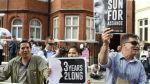 Manifestación en favor de Assange frente a la embajada de Ecuador. 2012. Bbc.com.