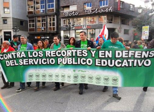 Cabecera de la manifestación en Ponferrada. 9 mayo 2013. Foto: Enrique L. Manzano.