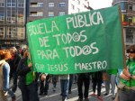 Pancarta. 'Escuela pública de todos para todos'. CEIP Jesús Maestro. Ponferrada, 9 mayo 2013. Foto: Enrique L. Manzano.