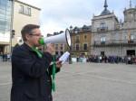 Lectura del manifiesto frente al Ayuntamiento de Ponferrada. 9 mayo 2013. Foto: Enrique L. Manzano.