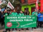 Miembros del sindicato UGT por la defensa de la enseñanza pública en la manifestación del 1º de Mayo 2012. Ponferrada. Foyto: Enrique L. Manzano.