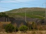 Montaña de carbón propiedad de Victorino Alonso. Cubillos del Sil, 21 enero 2008.