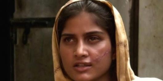 Saba sobrevivió milagrosamente al intento de asesinato de sus familiares. A vaaz.org.