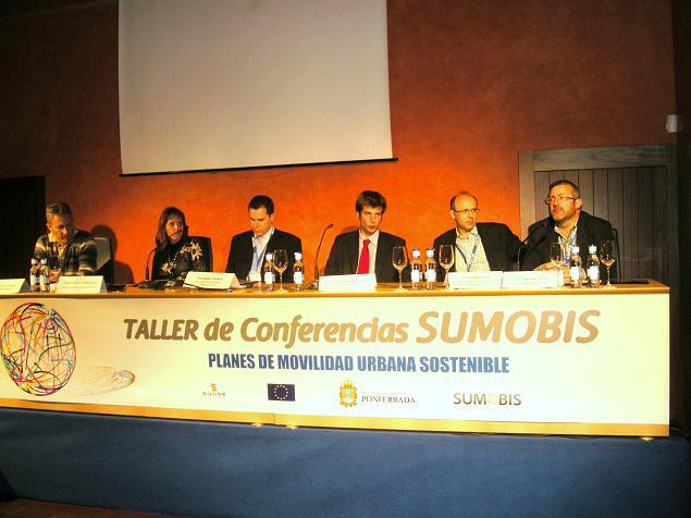 Taller Sumobis. Algunos conferenciantes durante el turno de preguntas. Ponferrada, 28 oct. 2010. Foto: Enrique L. Manzano.
