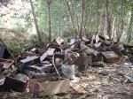 Televisores abandonados en el márgen del río Cúa. Bierzonatura.net.