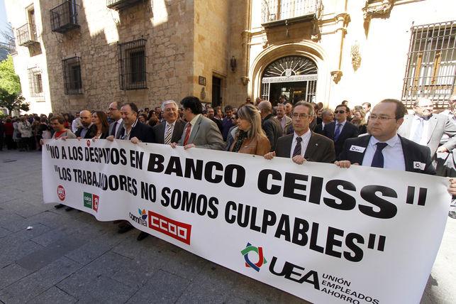 Concentración de trabajadores del banco Ceiss (Caja Duero - España). Salamanca, mayo 2013. Eldiario.es. Foto: Perelétegui.