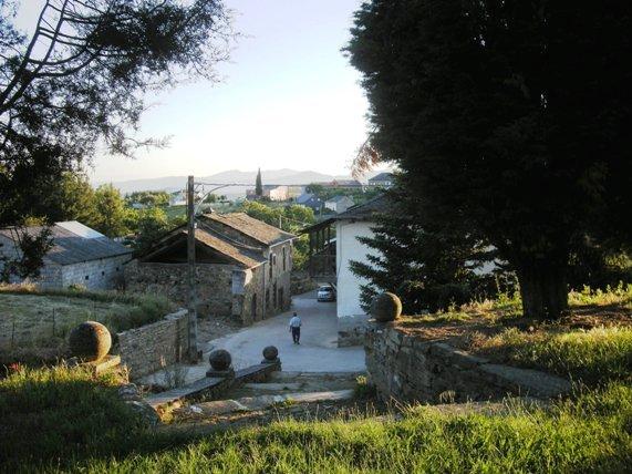 Arganza. Vista desde la iglesia. 20 jun. 2010. Foto Enrique L. Manzano.