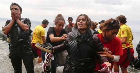 Rescate de un grupo de refugiados en Grecia. 2016. Wemove.eu.
