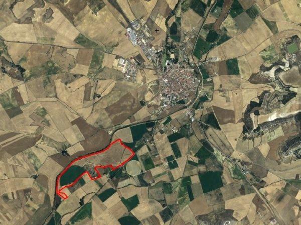 Vista aérea de Medina de Rioseco y de la finca Villagodio donde que se pretendía edificar. Fuente: Google.earth.com.